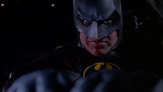 Batman spritzt Pistole