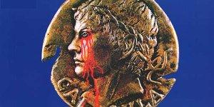 Caligula, der ewige Skandalfilm, wurde in den USA f�r ein R-Rating um fast 1 Stunde verk�rzt. Viel Sex musste weichen.