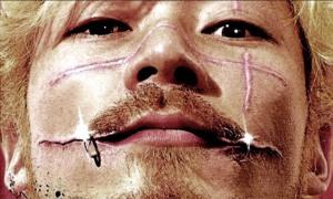Takashi Miikes Splatter-Epos ICHI THE KILLER bekam man in Deutschland mit FSK-Freigabe natürlich nur stark gekürzt zu sehen.